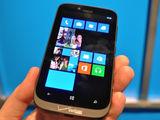 诺基亚Lumia 822整体外观第4张图