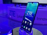 ZTE中兴Axon 10 Pro 5G版整体外观第3张图