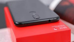 【360手机N6】360手机N6或将于12月正式发布,将延续18:9全面屏的设计,处理器方面则变为高通骁龙630移动平台,其背部为金属材质,圆形指纹识别按键在背部中央