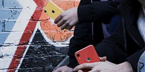 iPhone XR诠释彩色真我 不囿于钢铁丛林